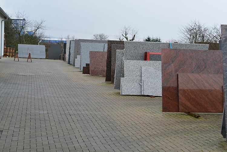 Große Auswahl an Marmor und Graniten